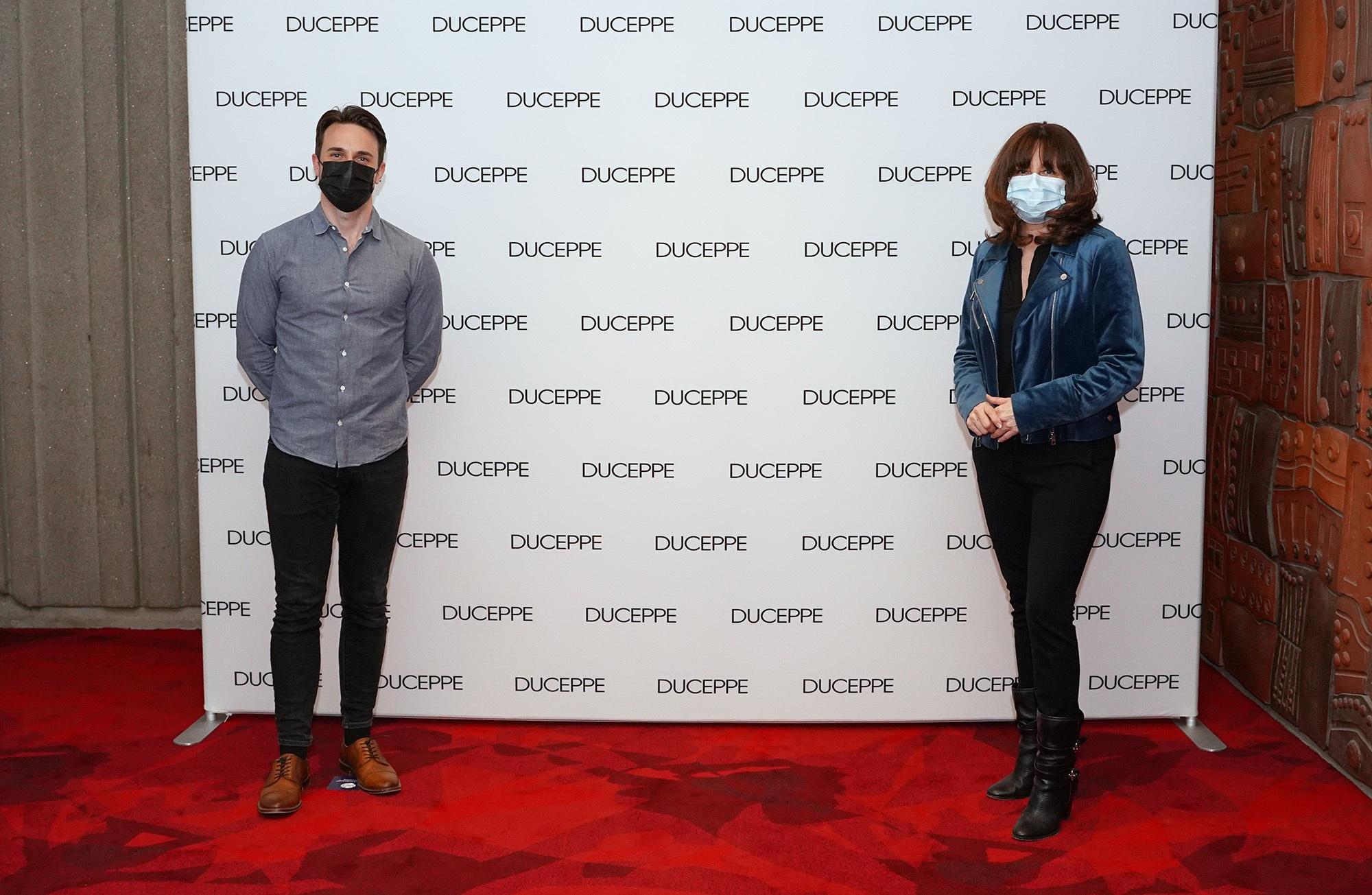 David Laurin en compagnie de la ministre Nathalie Roy sur le tapis rouge de L'amour est un dumpling. Photo: Sébastien D'Amour
