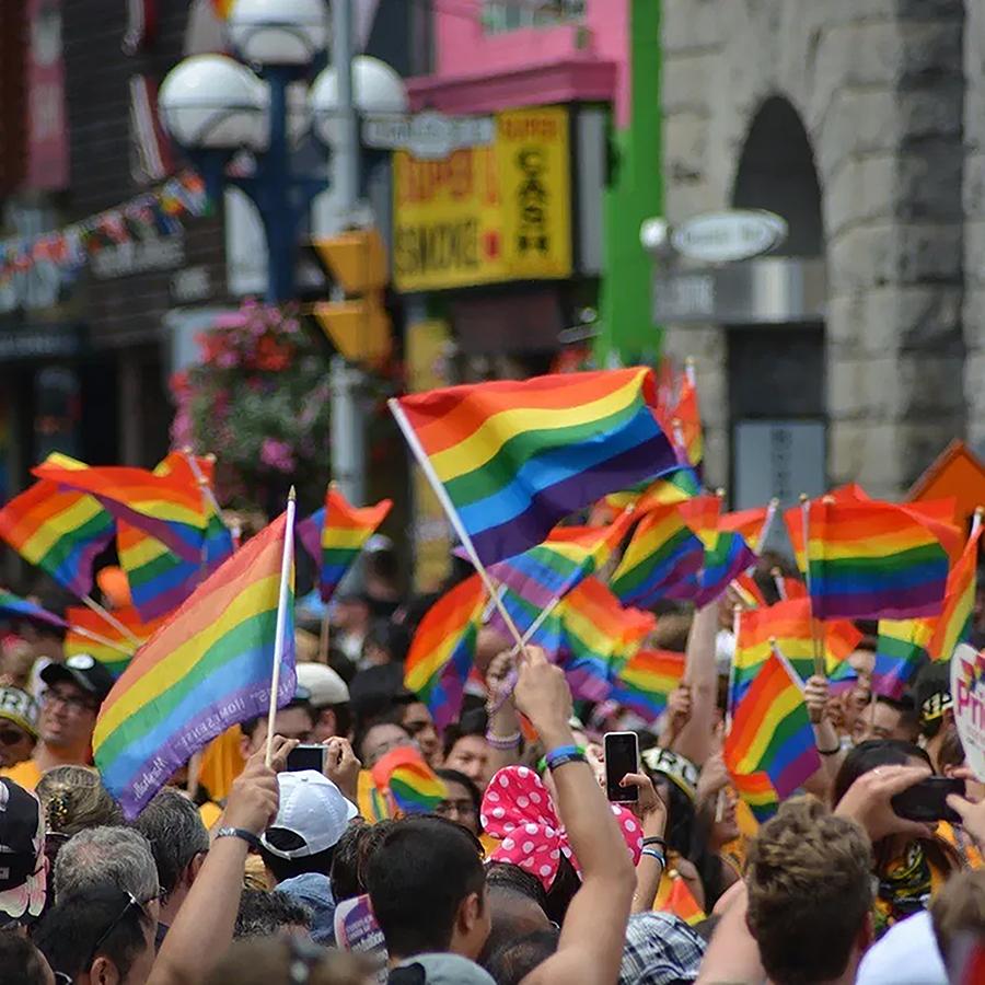 Survol en quelques dates clés de l'évolution des droits LGBT+ au Québec et au Canada